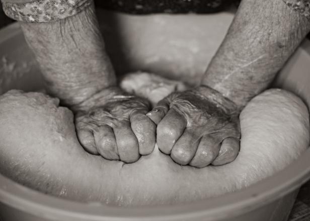 hands-dough-3299313_1920.png